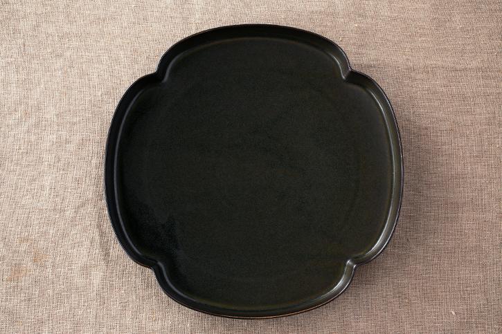 鉄くろ釉 木瓜浅鉢(ツドイ/tsudoi)