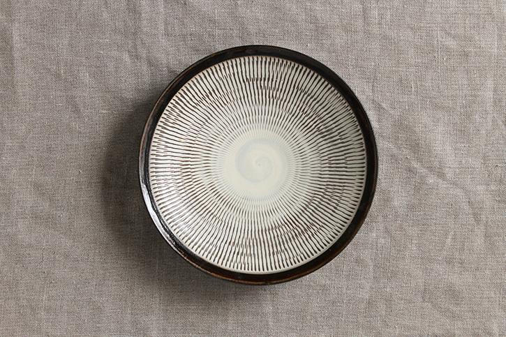 平皿 黒縁 6寸 (小鹿田焼)