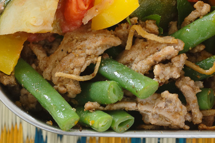 豚挽き肉といんげんのカレー炒め