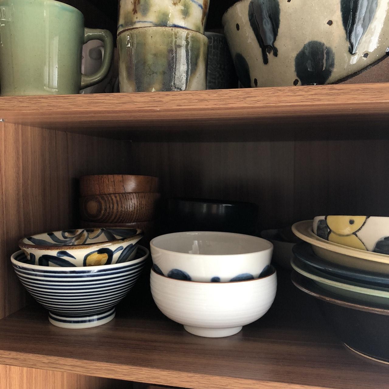 家族分の飯碗を重ねて収納