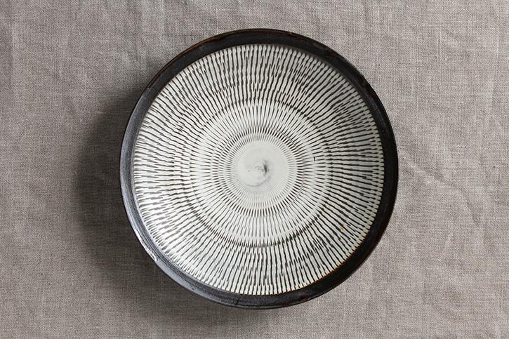 平皿  黒縁7寸皿(小鹿田焼)