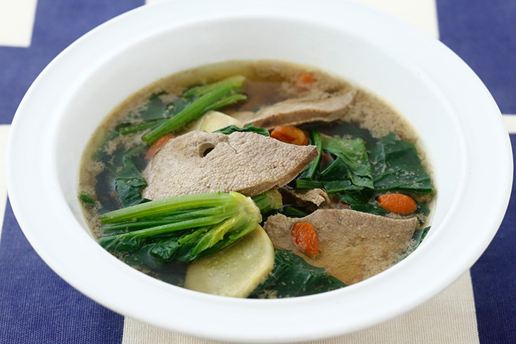 レバーとほうれん草のスープ